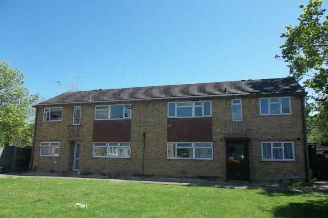 Thumbnail Maisonette to rent in Victoria Close, Horley