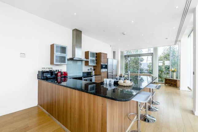 Thumbnail Flat to rent in Western Gateway, Docklands