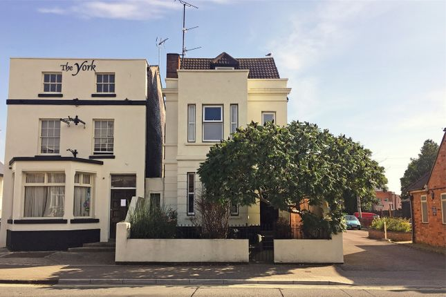 Thumbnail Maisonette to rent in London Road, Gloucester