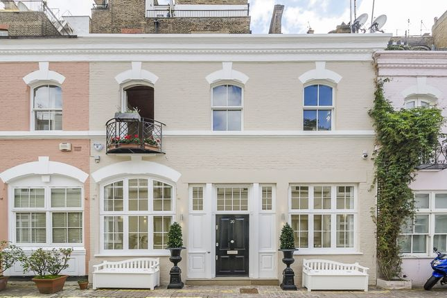 Mews House To Rent In Ennismore Gardens Mews, London