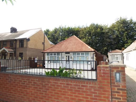Thumbnail Bungalow for sale in Leagrave High Street, Luton, Bedfordshire, United Kingdom