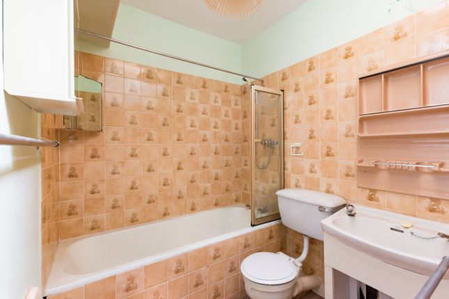 Bathroom of Balmain Street, Montrose DD10