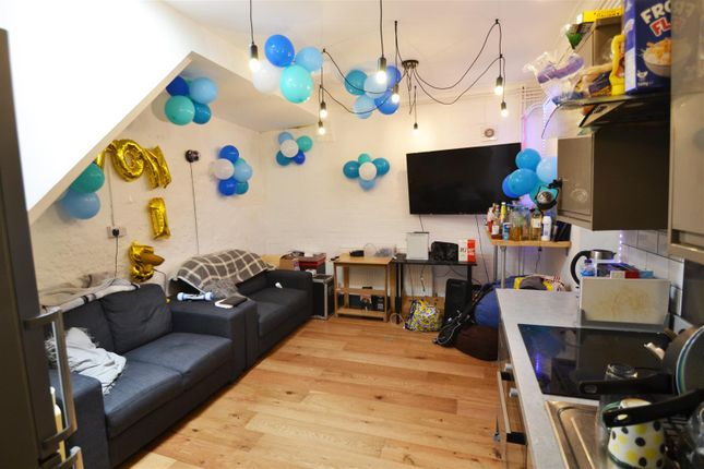 Thumbnail Property to rent in Clarendon Road, Hove