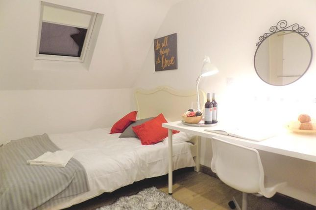 Thumbnail Shared accommodation to rent in Templars Field, Coventry