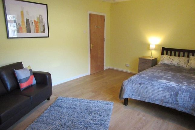 1 bed flat to rent in Woods Row, Carmarthen, Carmarthenshire. SA31