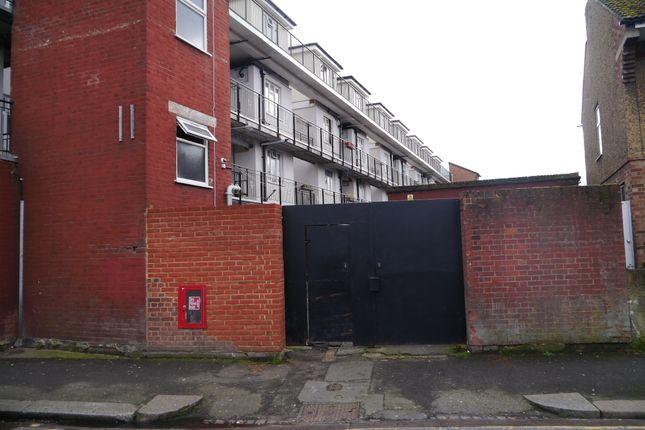 P1150050 of Garage 10, Station Parade, High Road, Leyton, London E10
