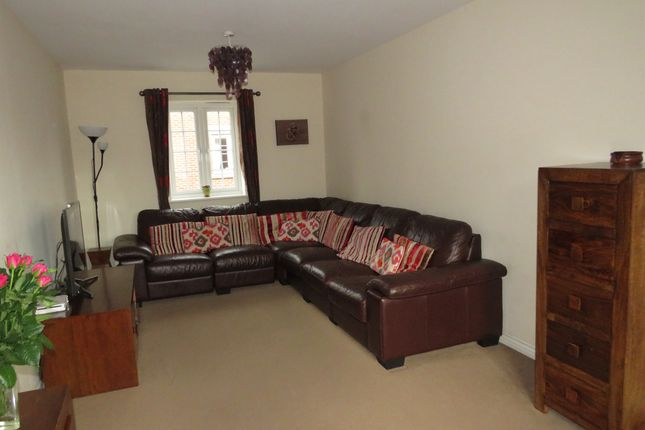 Thumbnail Town house for sale in Bunting Drive, Leighton Buzzard