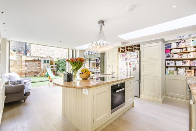Thumbnail Terraced house to rent in Sternhold Avenue, London