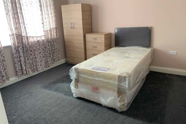 Room to rent in Elstree Gardens, Ilford, Essex