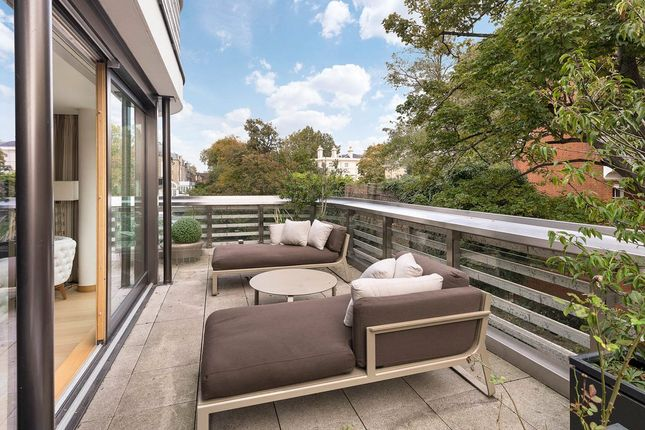 Thumbnail Flat for sale in Vicarage Gate, Kensington, London