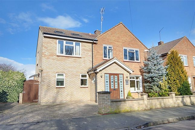 Thumbnail Link-detached house for sale in Broadfields, High Wych, Sawbridgeworth, Hertfordshire