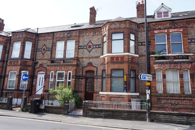 Thumbnail Flat to rent in Gloucester Road, Manchester