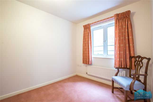 Picture No. 11 of Burberry Court, 15 Etchingham Park Road, Finchley, London N3