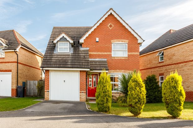 3 bed detached house for sale in Longwood Road, York