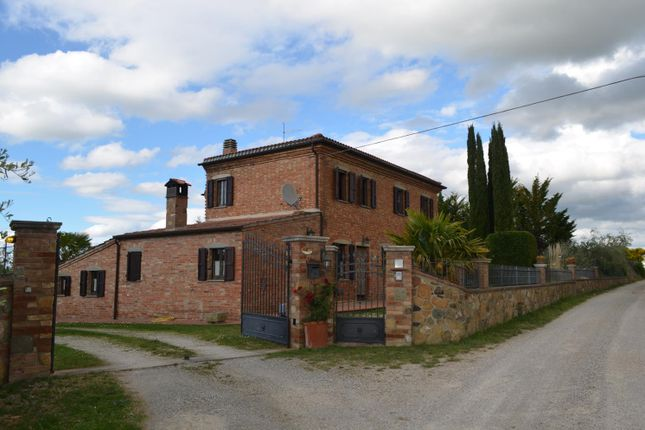 3 bed country house for sale in Il Poggio, Italy