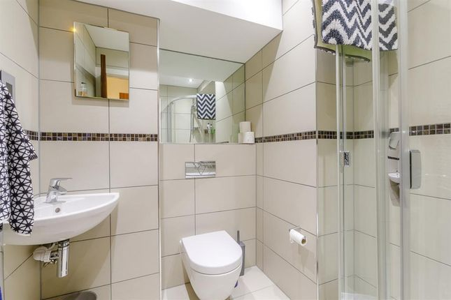 Bedrom 2 Ensuite of Manera Apartments, 46 King Street West, Manchester M3