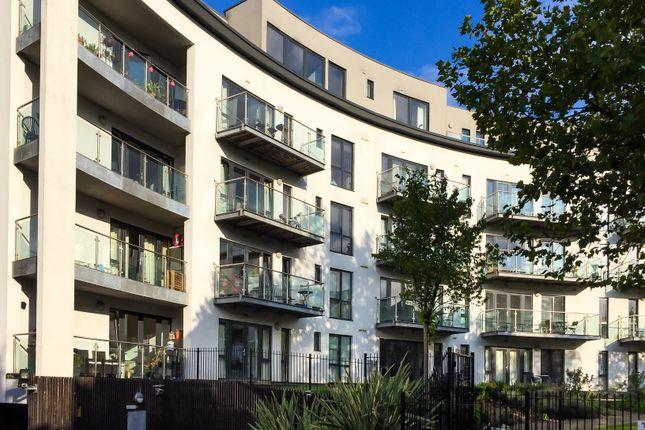 Thumbnail Flat for sale in Friern Barnet Road, London