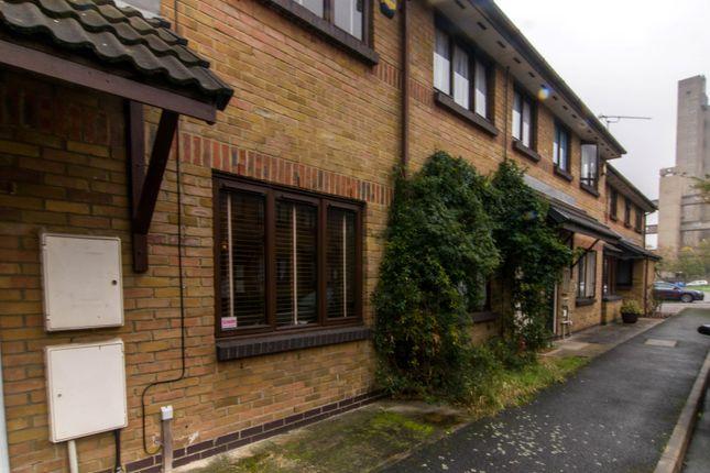 Thumbnail Maisonette to rent in Mills Grove, London