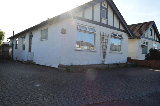 Thumbnail Bungalow to rent in Brook Crescent, Slough, Berkshire.
