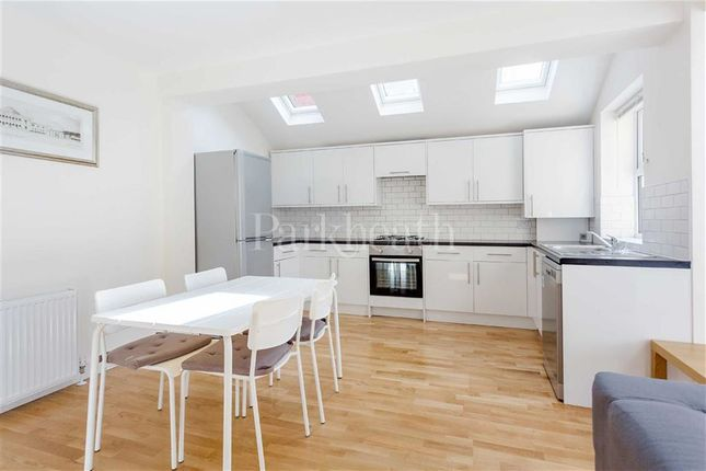 3 bed flat to rent in Chapter Road, Willesden, London