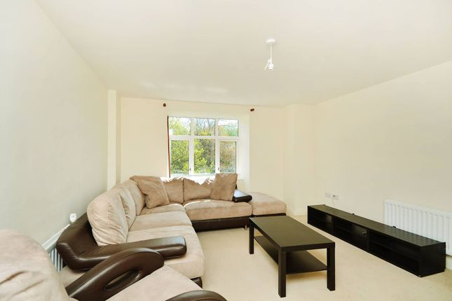 Thumbnail Flat to rent in Chalfont Road, South Norwood