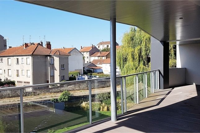 Thumbnail Apartment for sale in Auvergne, Allier, Vichy