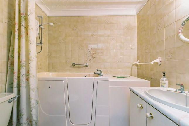 Bathroom of St. Helens Road, Swansea SA1