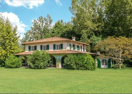 8 bed detached house for sale in 55042 Forte Dei Marmi, Province Of Lucca, Italy