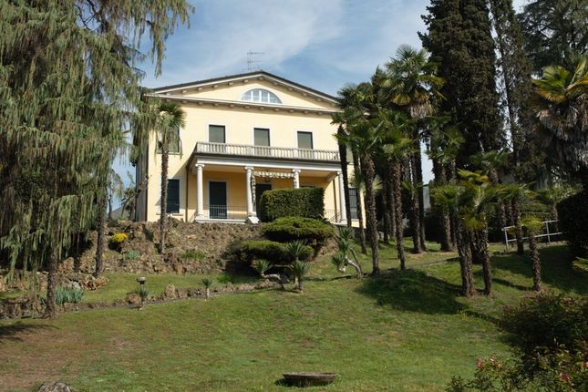 Waterfront Apartment Lake Garda for Sale - Dream Villas