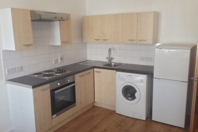 Thumbnail Flat to rent in Brighton Road, Purley, Surrey