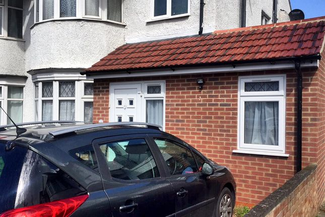 Thumbnail Flat to rent in Long Elm Road, Harrow