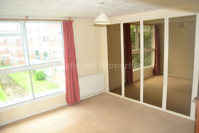 2 bed flat to rent in Langham Gardens, West Ealing, Greater London.
