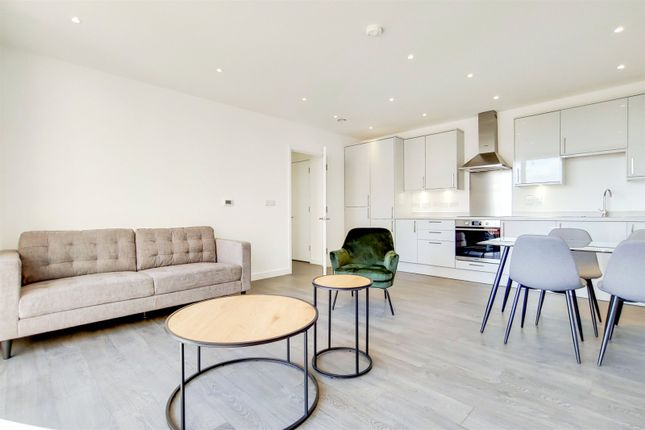 Thumbnail Flat to rent in Purley Way, Croydon, London