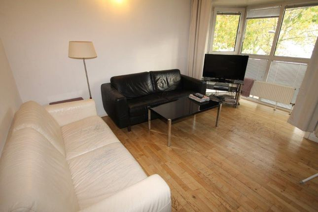 Thumbnail Flat to rent in Princes Court, London