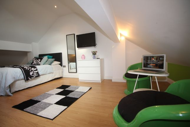Thumbnail Shared accommodation to rent in Mabfield Road, Manchester