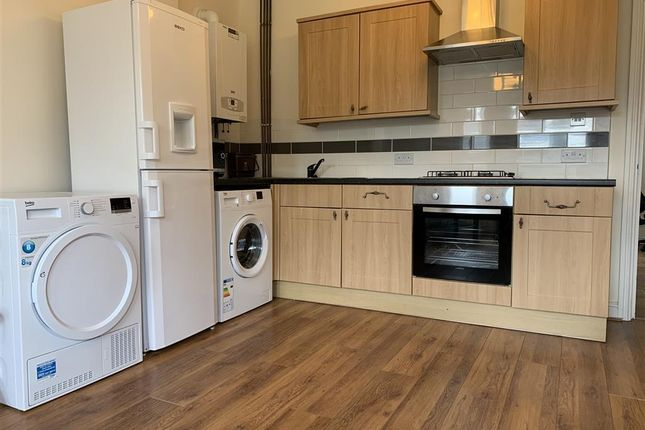 Thumbnail Flat to rent in Richmond Crescent, Roath, Cardiff