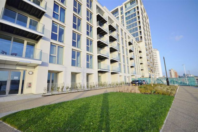 Thumbnail Flat to rent in Royal Wharf, Liner House