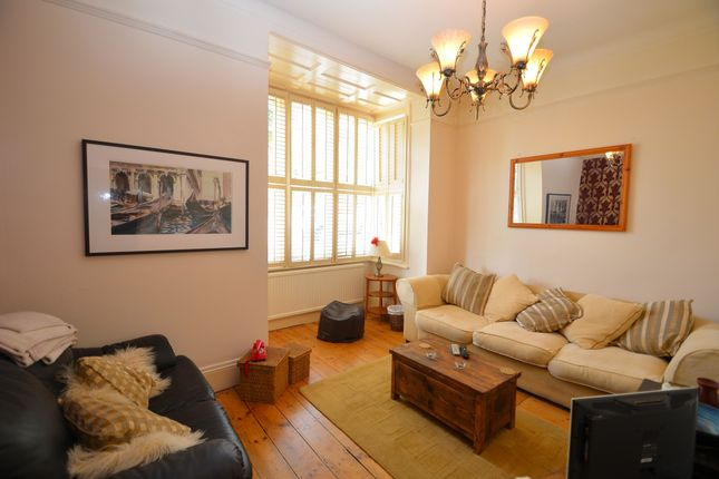 2 bed flat to rent in Vermont Road, Crystal Palace