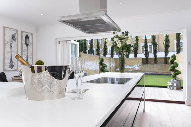 Thumbnail Property to rent in Willowbank, Claygate Lane, Thames Ditton