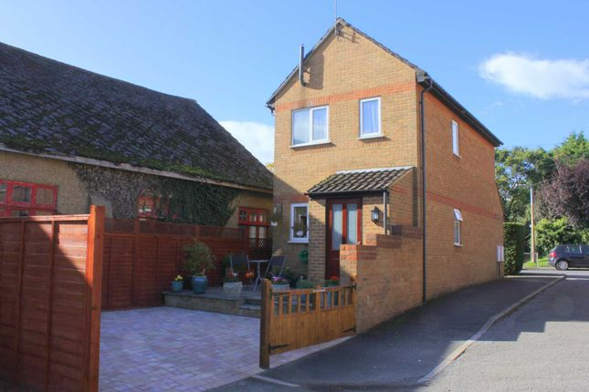 Thumbnail Detached house for sale in Waterside, Kings Langley