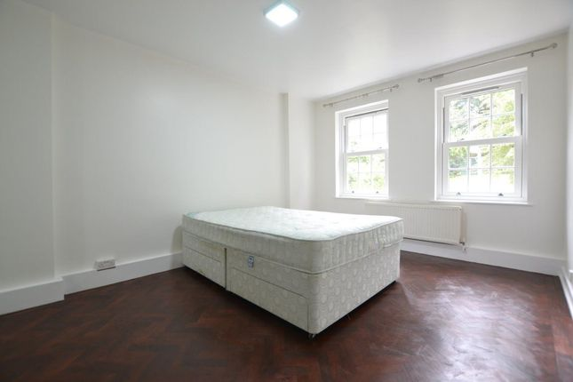 2 bed flat to rent in Stanhope Road, London