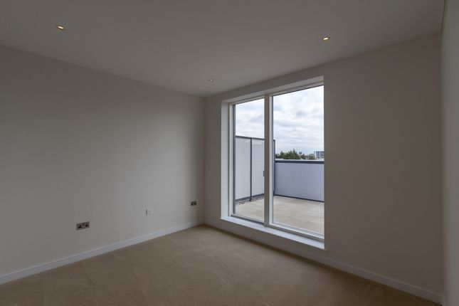Thumbnail Flat to rent in Heritage Place Brentford, London