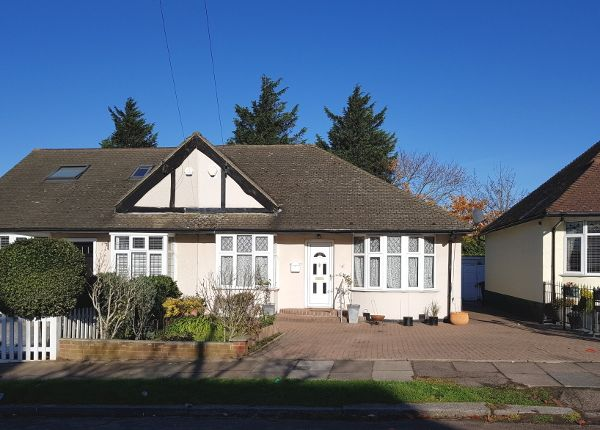 Thumbnail Bungalow to rent in Longfield Avenue, Mill Hill