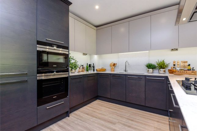 Thumbnail Flat for sale in Englemere Estate, Kings Ride, Ascot