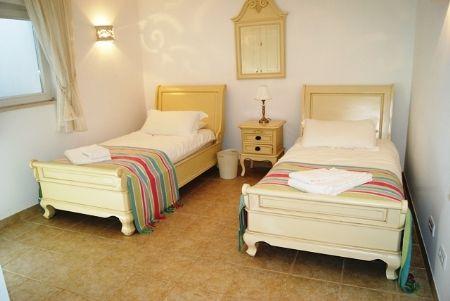 Image 11 6 Bedroom Villa - Western Algarve, Praia Da Luz (Gv368)