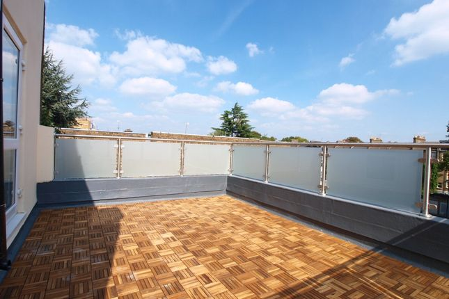 3 bed flat to rent in Hornsey Road, Finsbury Park