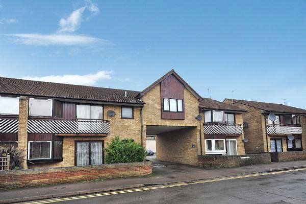 1 bed maisonette to rent in Bell Lodge, Barwell Terrace, Bicester, Oxfordshire OX26