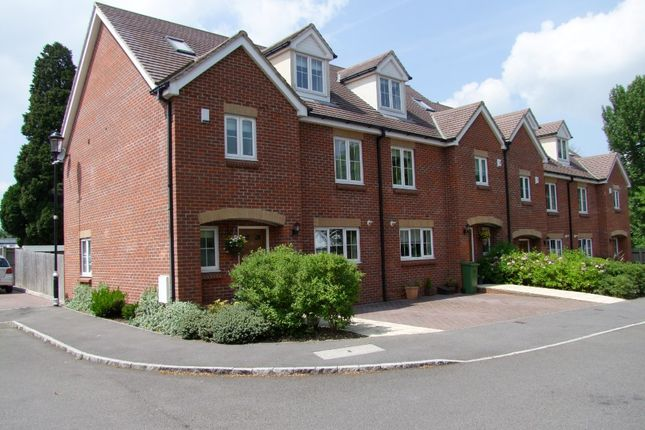 4 bed town house to rent in Darwin Place, Lime Walk, Bracknell RG12