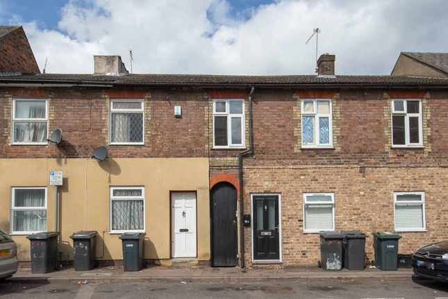 Thumbnail Flat for sale in Hastings Street, Luton