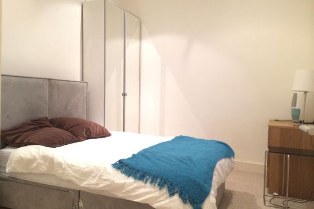 Thumbnail Town house to rent in Utpon Park, London
